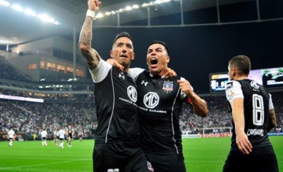 Colo Colo batalló ante Corinthians y se metió en cuartos de final