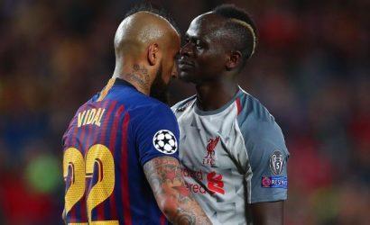 En Barcelona rebautizan a Arturo Vidal con un nuevo apodo: «Rey del Tackle con Tres Pulmones»