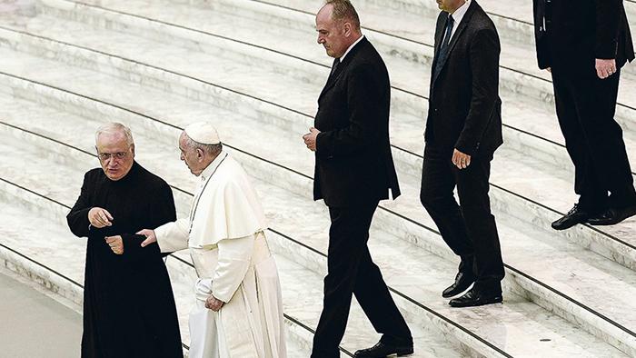 """Austen Ivereigh, biógrafo del Papa Francisco: """"La resistencia al Papa incluye varios cardenales y grupos muy ricos y potentes de EE.UU."""""""
