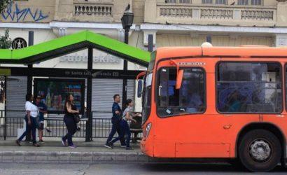 Paraderos del Transantiago informarán sobre el tiempo de llegada de las micros