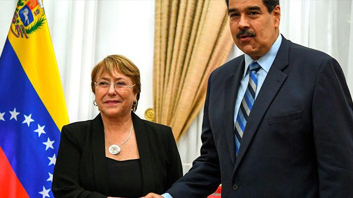 """Nicolás Maduro le apuntó a Michelle Bachelet por el duro informe de la ONU: """"Firmaste un documento que ni leíste"""""""