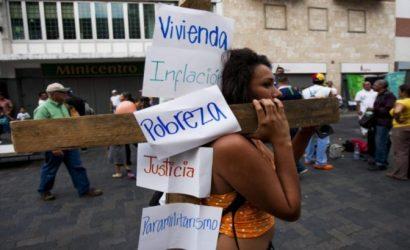 Venezuela, el paraíso socialista de la desigualdad, donde un dólar alcanza para 50 mil litros de nafta pero no para comer
