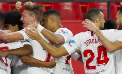 Sevilla logró un categórico triunfo sobre Betis en la reanudación de la liga española