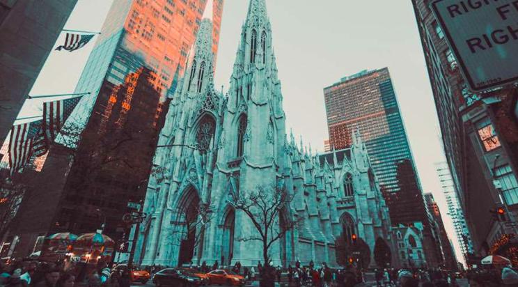 Nueva York: Juez aprueba reapertura de iglesias así como se permite reabrir negocios