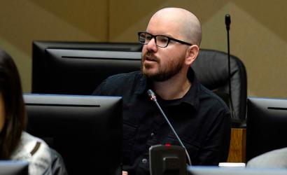 "Comisión de Ética sanciona a Giorgio Jackson por ""engaño comunicacional"" en relación a la donación de su dieta"