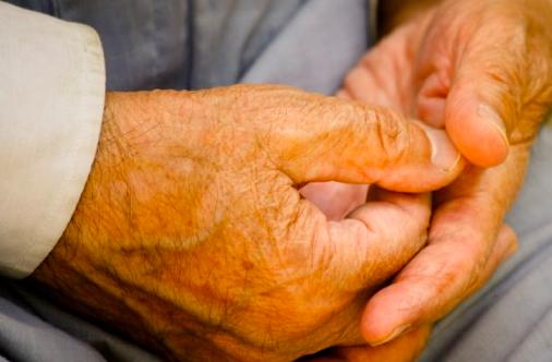 El aislamiento social aumenta la atrofia cerebral en enfermos de Alzheimer