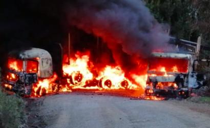 Al menos cuatro camiones y dos grúas destruidas deja ataque incendiario en Contulmo