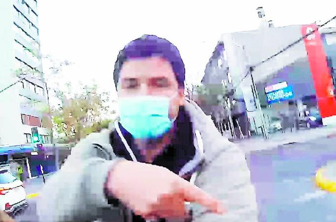 """""""Abuso contra particulares"""": Carabinero controlado por acercarse a casa de fiscal Chong se querella y alega que detective de la PDI no se identificó"""