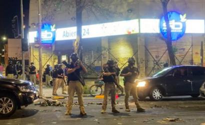 Saquean locales Kayser, Lápiz López, SalcoBrand, Claro y Maicao en Alameda a cuadras de La Moneda