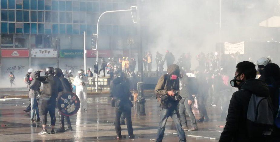 Nueva jornada de manifestaciones: Se registran saqueos en locales comerciales del centro de Santiago