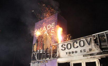 Una casa piloto y otra de ventas destruidas deja ataque incendiario en Temuco