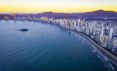 La playa que «perdió» el sol (y cómo planea recuperarlo)