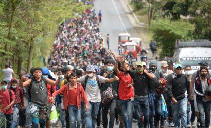 Caravana con miles de migrantes proveniente de Honduras se dirige a EE.UU. alentada por investidura de Joe Biden