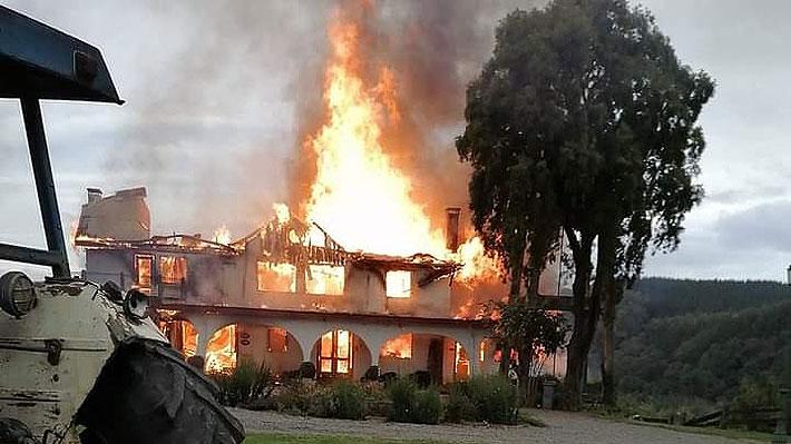Desconocidos realizan nuevo ataque incendiario en La Araucanía: Una casona y bodegas destruidas