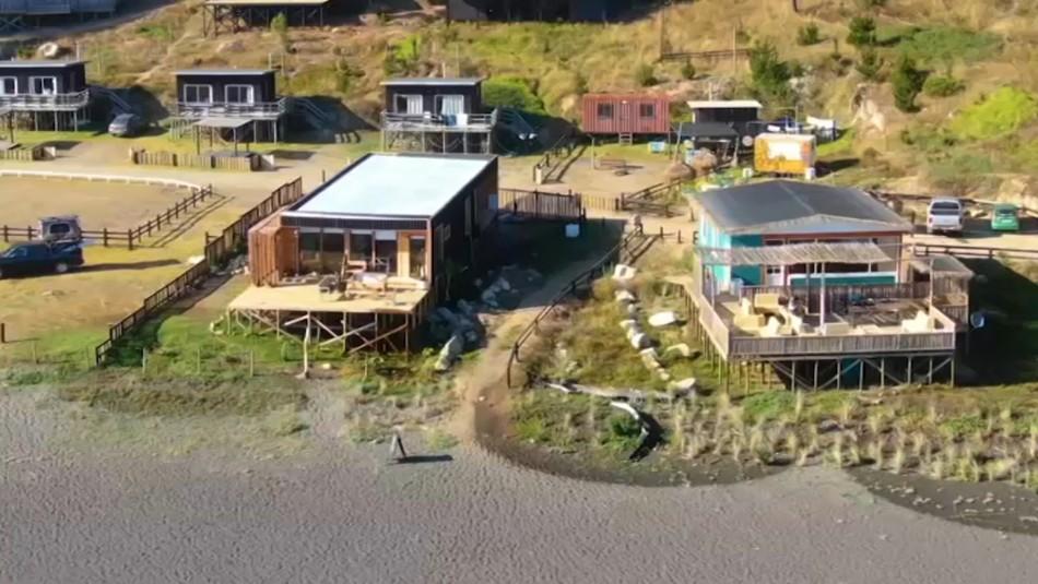 «Toma Vip»: Denuncian ocupación irregular de terrenos fiscales con acomodadas cabañas