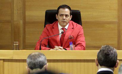 """Las dos inhabilitaciones del """"juez de la chaqueta roja"""" en casos en los que se invocó la Ley Antiterrorista"""