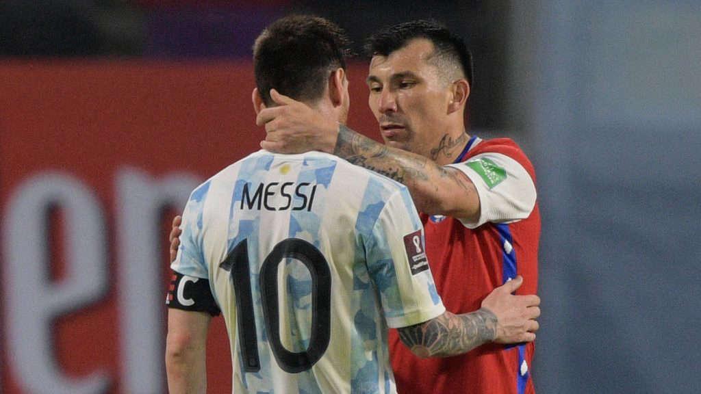 Sin resentimientos: La postal de Gary Medel y Lionel Messi que dio la vuelta al mundo