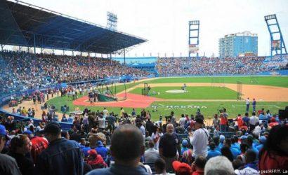 Miembros de selección cubana de bésibol abandonan hotel en Miami