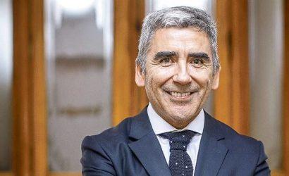 """Carlos Peña: """"No es correcto pensar que la sociedad chilena quiera torcer el rumbo y empezar de nuevo"""""""