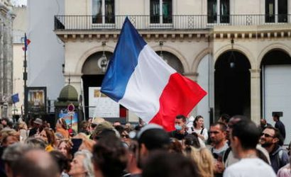 Miles de manifestantes protestan contra el pase sanitario y la vacunación obligatoria en París