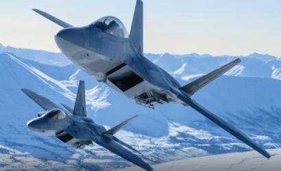 Fuerza Aérea de EU envía docenas de aviones F-22 a practicar para guerra con China