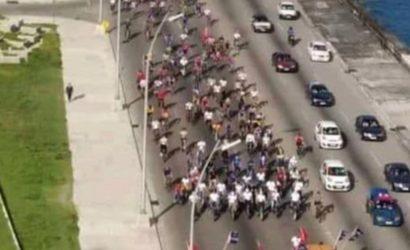 Cuba: Poca asistencia popular y mucha policía en la caravana oficialista el día del Maleconazo