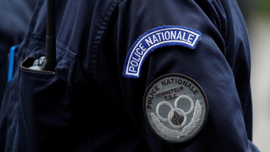 Policía antidisturbios arresta brutalmente a 2 mujeres durante las protestas contra el pase sanitario en París