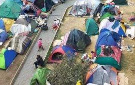Iquique: desalojan gigantesca toma ilegal de inmigrantes Venezolanos en la plaza Brasil