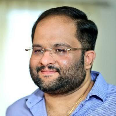 El productor de telugu Mahesh Koneru muere de un paro cardíaco, Jr. NTR se queda sin palabras