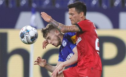 Leverkusen de Charles Aránguiz salvó un empate contra Schalke 04 e ingresó a zona de Champions