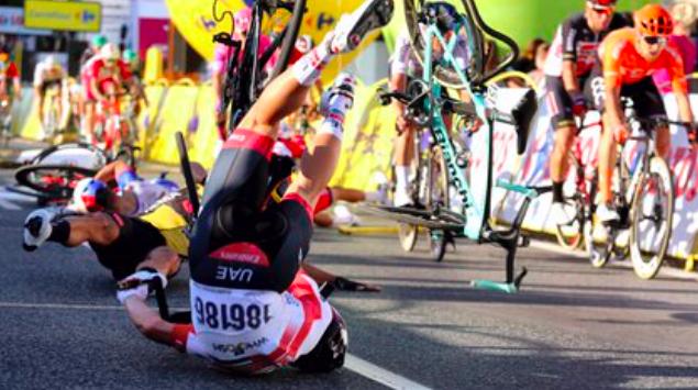 El brutal accidente en la línea de meta del Tour de Polonia que terminó con un ciclista en coma