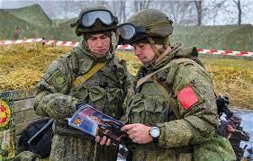 Kremlin: «Nadie pretende avanzar hacia una guerra en Ucrania, nadie acepta la posibilidad de tal guerra»