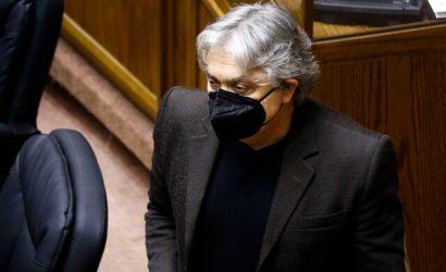 Senador Navarro: Se requieren terrenos de las FF.AA. para terminar campamentos en Chile
