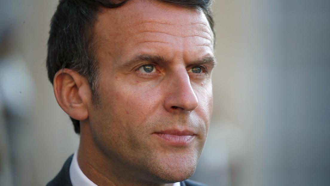 Un hombre abofetea al presidente Macron durante su visita al sureste de Francia
