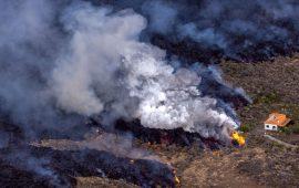¿De quién es la tierra creada por el volcán de La Palma?
